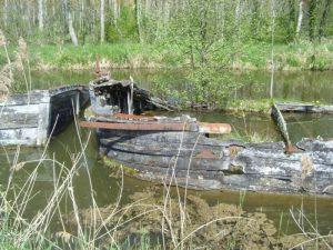 Barges at the Nivernais summit