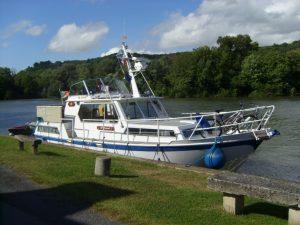 Driftwood drettmann moored up in the sun