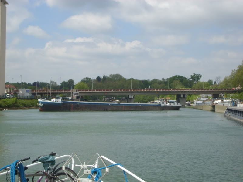 Barge strike blocks the river